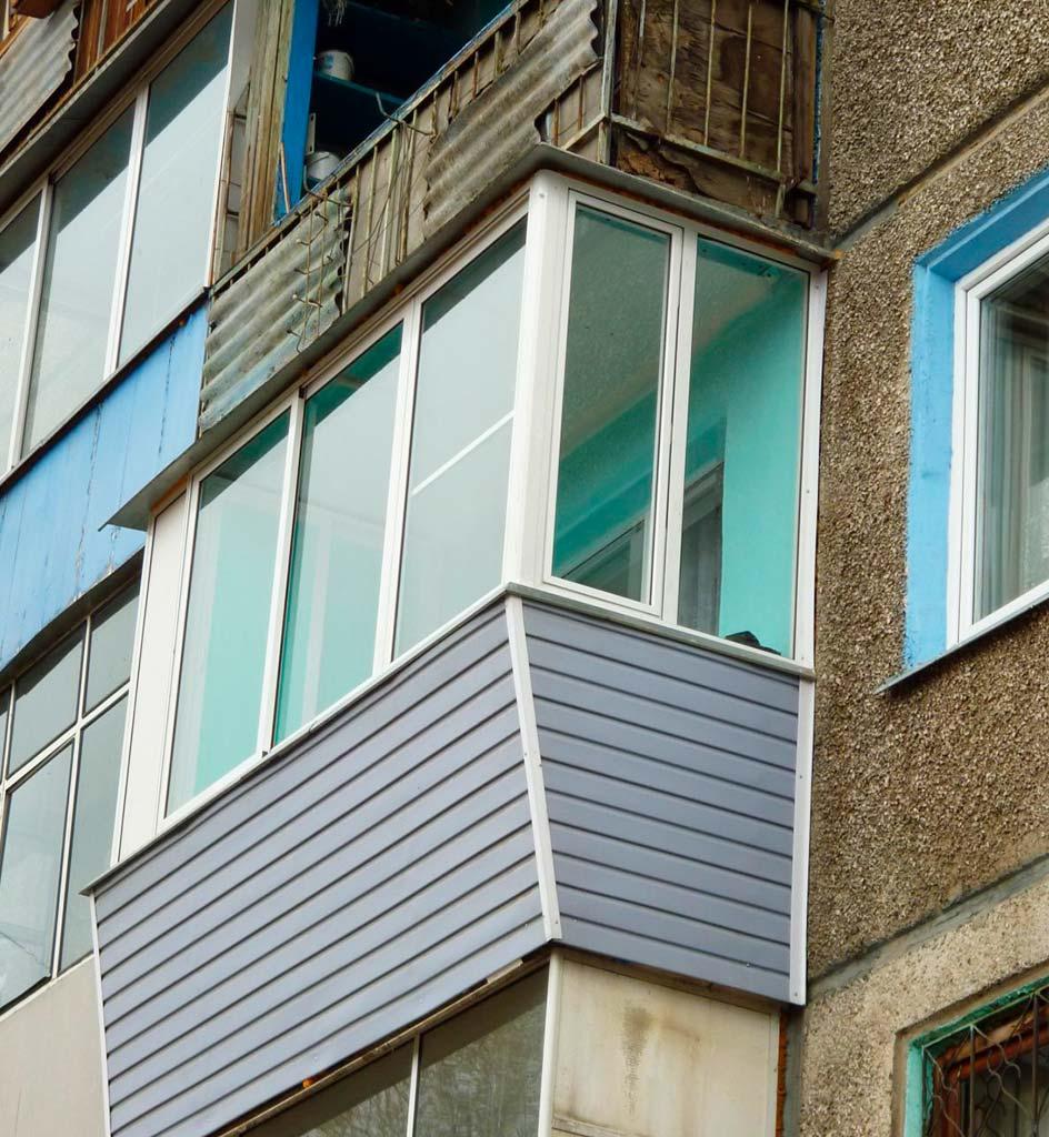 Остекление балкона под ключ